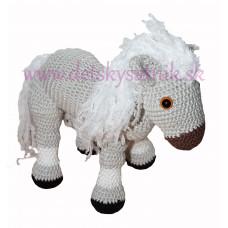 Háčkovaný koník biely