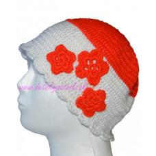 Detská háčkovaná čiapka s aplikáciou kvetinky