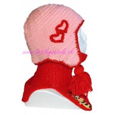 Detská háčkovaná čiapka so srdiečkami a nárčníkom